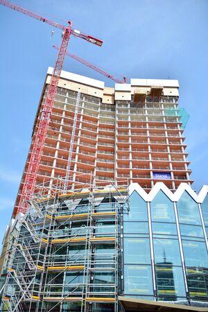 Photo pour Warsaw, Poland. 15 June 2019. Construction of the Widok Towers office building. - image libre de droit
