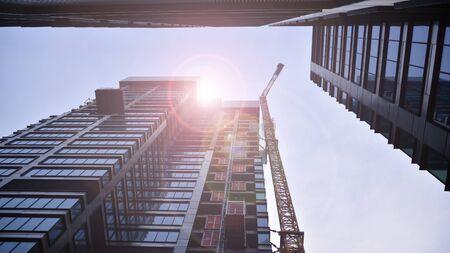 Photo pour Building under construction at sunset. - image libre de droit