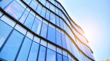 Photo pour Glass curtain wall of modern office building. Modern office building on a clear sky background. - image libre de droit