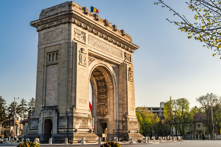 Photo pour Arcul de Triumf ( Arch of Triumph ) is a triumphal arch located in the northern part of Bucharest, on the Kiseleff Road. Was initially build for the Heroes of the War of Independence and later rebuilt for the troops the fought in  World War I. - image libre de droit