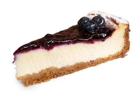 Photo pour Single slice of blueberry cheesecake with fresh blueberries isolated on white. - image libre de droit