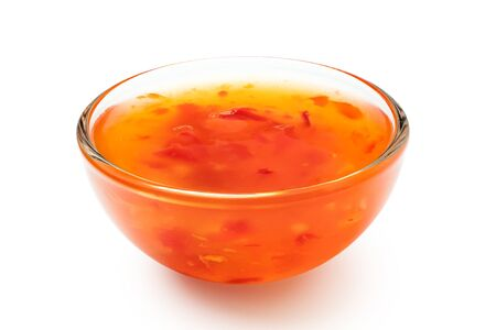 Photo pour Sweet chilli sauce in a glass bowl isolated on white. - image libre de droit