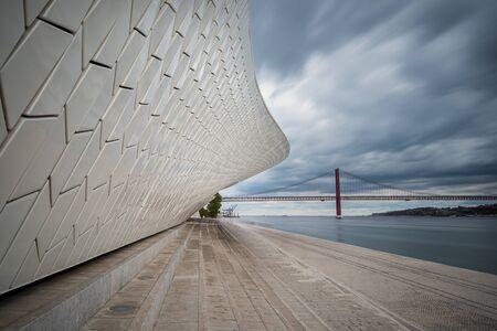 Foto per The modern  MAAT (Museu de Arte, Arquitetura e Tecnologia) building with futuristic architecture in Lisbon, Portugal in the evening. - Immagine Royalty Free