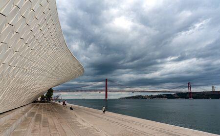 Foto per The modern  MAAT (Museu de Arte, Arquitetura e Tecnologia) building with futuristic architecture in Lisbon, Portuga. - Immagine Royalty Free