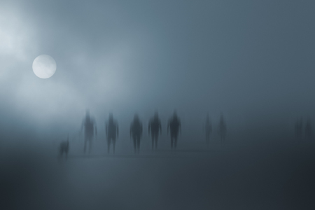 Photo pour Mysterious blurred people walking in the fog - image libre de droit