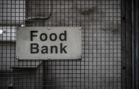 Photo pour A Grungy Sign For A Food Bank In A Backstreet - image libre de droit