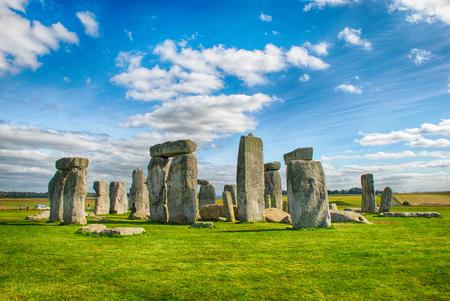 Foto de Stonehenge with Blue Sky - Imagen libre de derechos