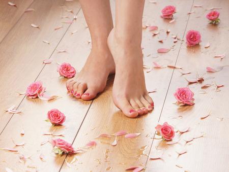 Photo pour Spa compositions of sexy female legs and plenty of different petals  and flowers - image libre de droit