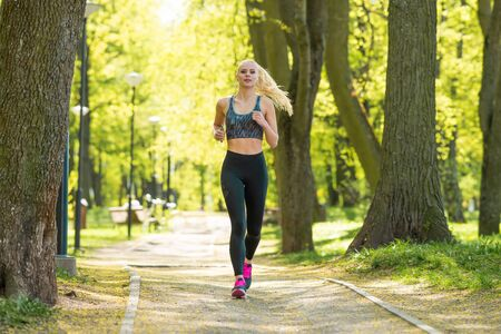 Photo pour Attractive woman in sportswear training outdoor. Sport, jogging, healthy and active lifestyle. - image libre de droit