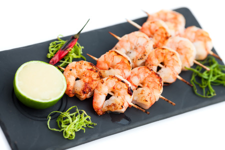 Photo pour Skewered prawns (yakitori) with sauce isolated on white - image libre de droit