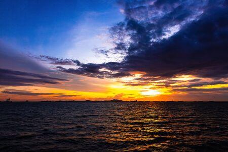 Foto de Sea and sunset with beautiful cloud at twilight. - Imagen libre de derechos