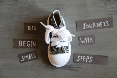 Photo pour Big journeys begin with small steps, retro style - image libre de droit