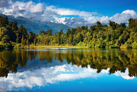 Foto de Beautiful lake, Southern Alps, New Zealand  - Imagen libre de derechos