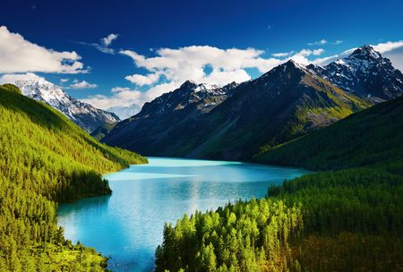 Beautiful turquoise lake Kucherlinskoe in Altai mountains
