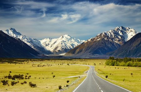 Photo pour Landscape with road and snowy mountains, Southern Alps, New Zealand  - image libre de droit
