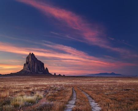 Photo pour Shiprock, the great volcanic rock mountain in desert plane of New Mexico, USA - image libre de droit