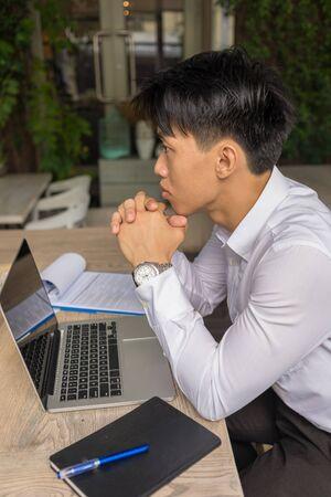 Photo pour Vertical photo of Asian businessman thinking about work - image libre de droit
