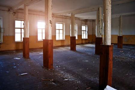 Photo pour Abandoned building interior, dirty room, rotten peeled walls - image libre de droit