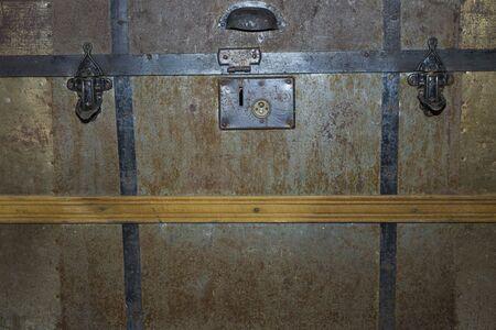 Photo pour Close up view of lock of old vintage chest. Vintage background concept. - image libre de droit