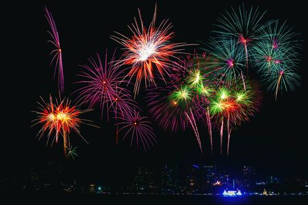 Photo pour Beautiful colorful fireworks display on the sea beach, Amazing holiday fireworks party or any celebration event in the dark sky. - image libre de droit