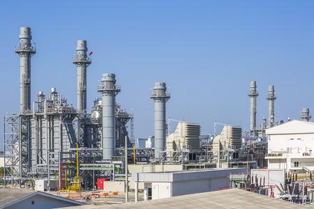 Photo pour Gas turbine power plant with blue sky , Eastern of Thailand - image libre de droit