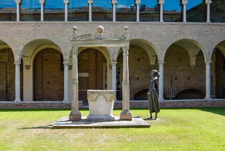 Foto per RAVENNA, ITALY 2018 AUGUST 03:  Dante Museum of Ravenna, internal courtyard - Immagine Royalty Free