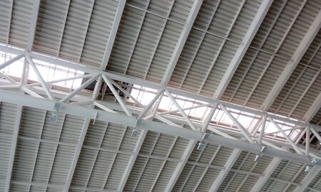 Photo pour Heavy weight structural steel roof or double height ceiling of an Airport Building interior at chennai international airport - image libre de droit
