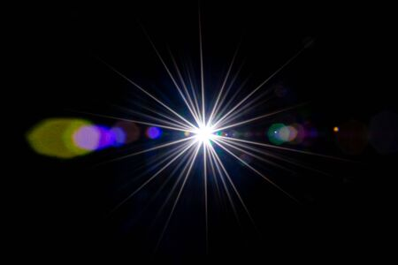 Photo pour Flare background. Sunlight ray flash effect on black. Star spot or sun shine glow light on lens. Gleams rounded and hexagonal shapes, rainbow halo - image libre de droit