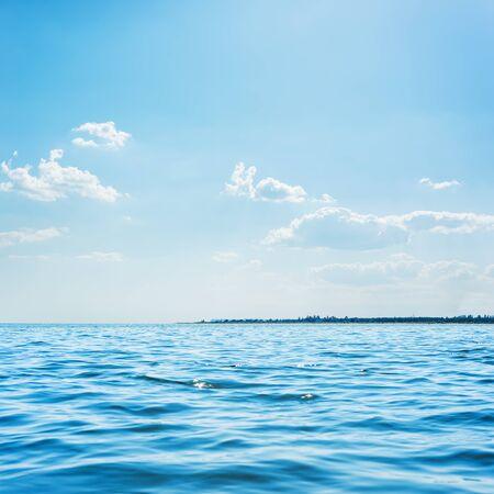 Photo pour blue sea and low clouds in sky above it - image libre de droit