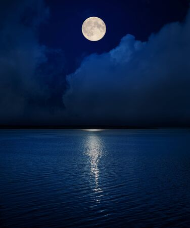 Photo pour full moon in dark sky over clouds and water in river - image libre de droit