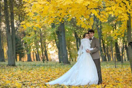 Photo pour bride and groom in autumn park Love Life - image libre de droit