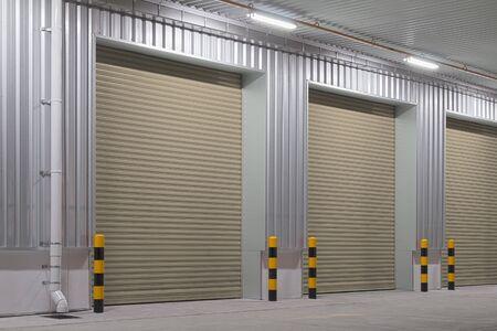 Photo pour Shutter door or roller door and concrete floor outside factory building for industrial background. - image libre de droit