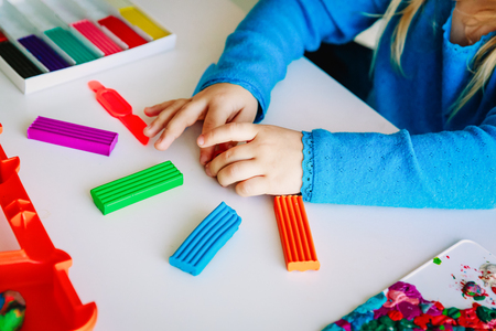 Foto de Child playing with clay molding shapes - Imagen libre de derechos