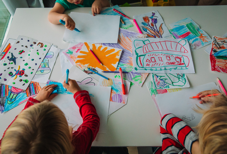 Foto de kids drawing, education, learning, arts and crafts class - Imagen libre de derechos