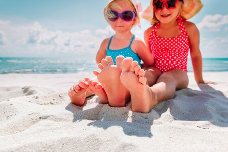 Foto de little girls play with sand on beach vacation - Imagen libre de derechos