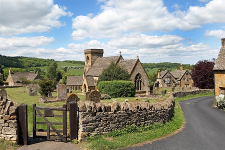 Photo pour View of idyllic English Cotswold village of Snowshill. With early summer sunshine - image libre de droit