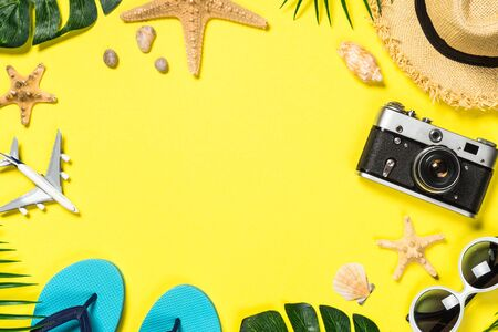 Photo pour Summer travel flat lay background. Old film camera, hat, shell and palm leaves on yellow background. - image libre de droit