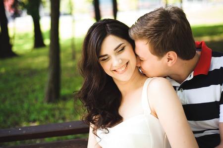 Photo pour Young couple at the summer park. Outdoors. - image libre de droit