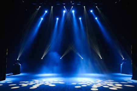 Foto de Free stage with lights, lighting devices. Background - Imagen libre de derechos