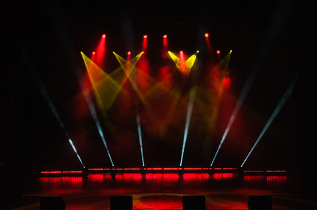 Photo pour Free stage with lights, lighting devices. Night show. - image libre de droit