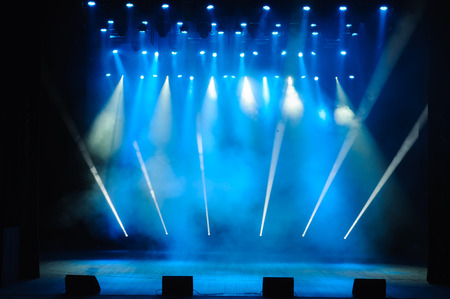 Photo pour Free stage with lights, lighting devices, colored spotlights. - image libre de droit
