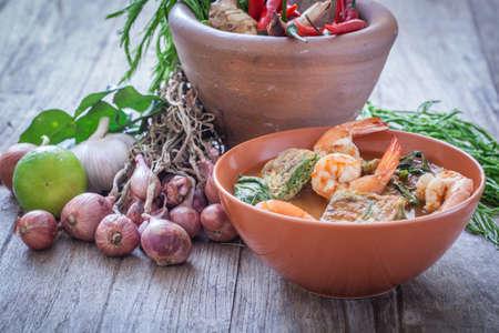 Photo pour Sour soup with prawn and omelette ,Thai traditional food - image libre de droit