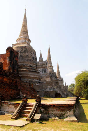 Photo pour Ancient archaeological site at Ayutthaya Historical Park, Archaeological sites of Thailand in Ayutthaya, ancient and beautiful. Ayutthaya Province, Thailand. - image libre de droit