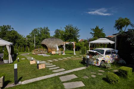 Foto de beautiful decoration for a wedding in nature - Imagen libre de derechos