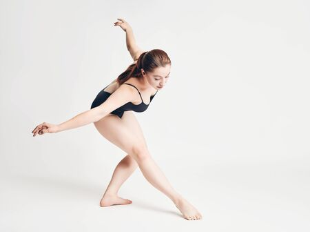 Photo pour brunette girl shows ballet elements on a white background - image libre de droit