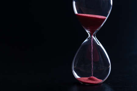 Photo pour Sand glass, modern hourglass showing last second or last minute or time out. With copy space. - image libre de droit