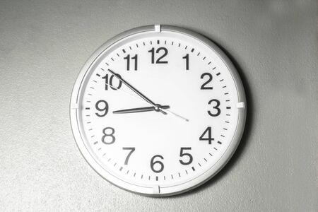 Foto de Black and white tone number wall clock - Imagen libre de derechos