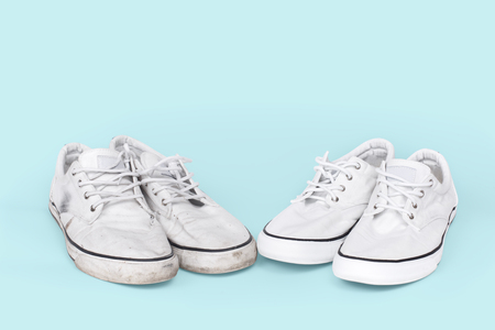 Photo pour Pair of clean and dirty sneakers on turquoise background - image libre de droit