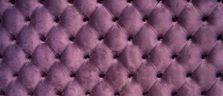 Photo pour Coach-type velours screed tightened with buttons. Chesterfield style quilted upholstery backdrop close up. Capitone pattern texture background - image libre de droit