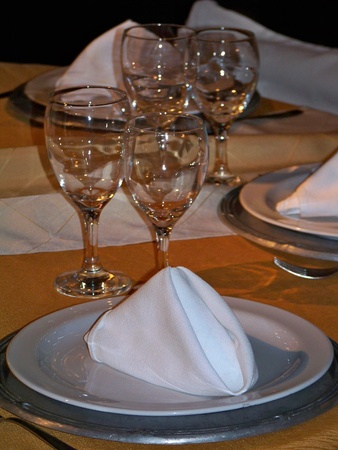 Detail of a wedding table prepared in white and gold